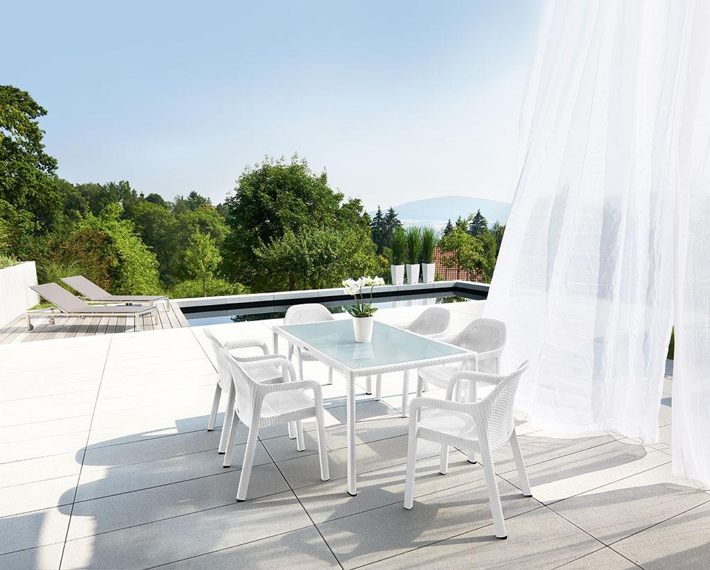 Gartenmöbel in zeitloser weißer Flechtoptik, große Auswahl hier im ...