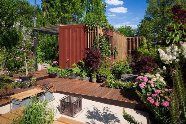 Auch ein kleiner Garten kann in verschiedene Ebenen unterteilt werden