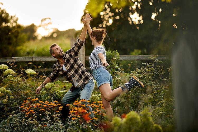 Ergebnis guter Gartengestaltung: Sind die Pflanzen gesund, freuen sich die Menschen